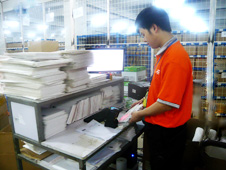 Packing process in Shenzhen warehouse, China